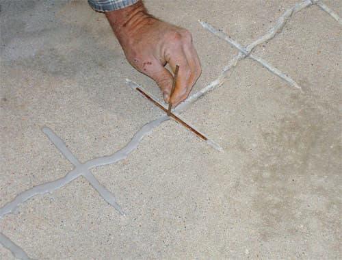 т бетонного пола с помощью эпоксидной смолы: заделка трещин